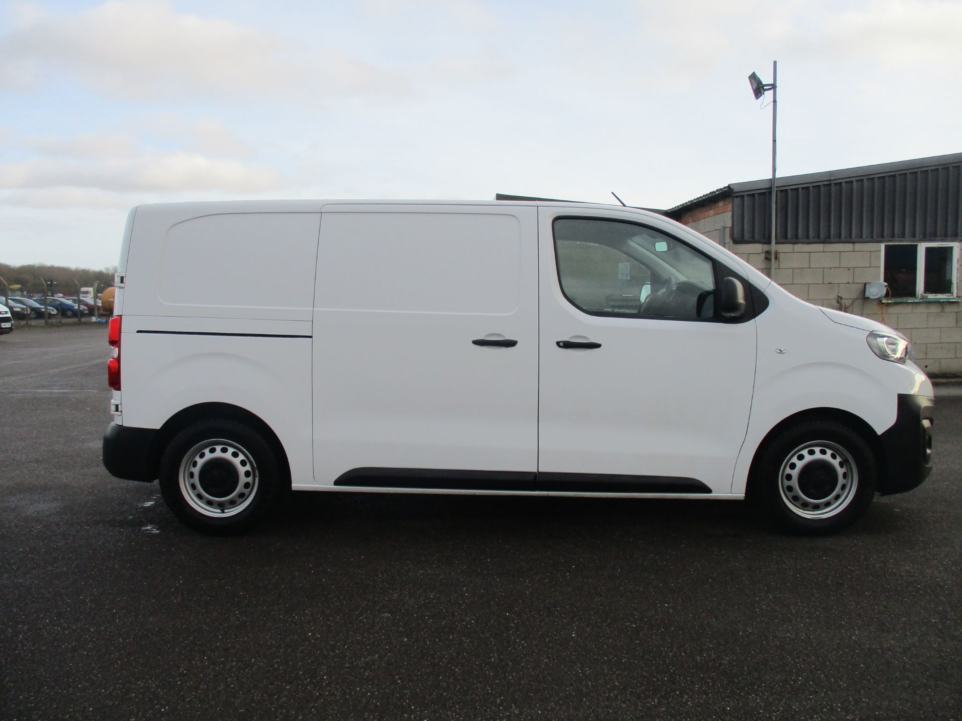 2018 Peugeot Expert STANDARD 1000 1.6 BLUE HDI 95 PROFESSIONAL EURO 6. AIR CON (NU68GXP) Image 4