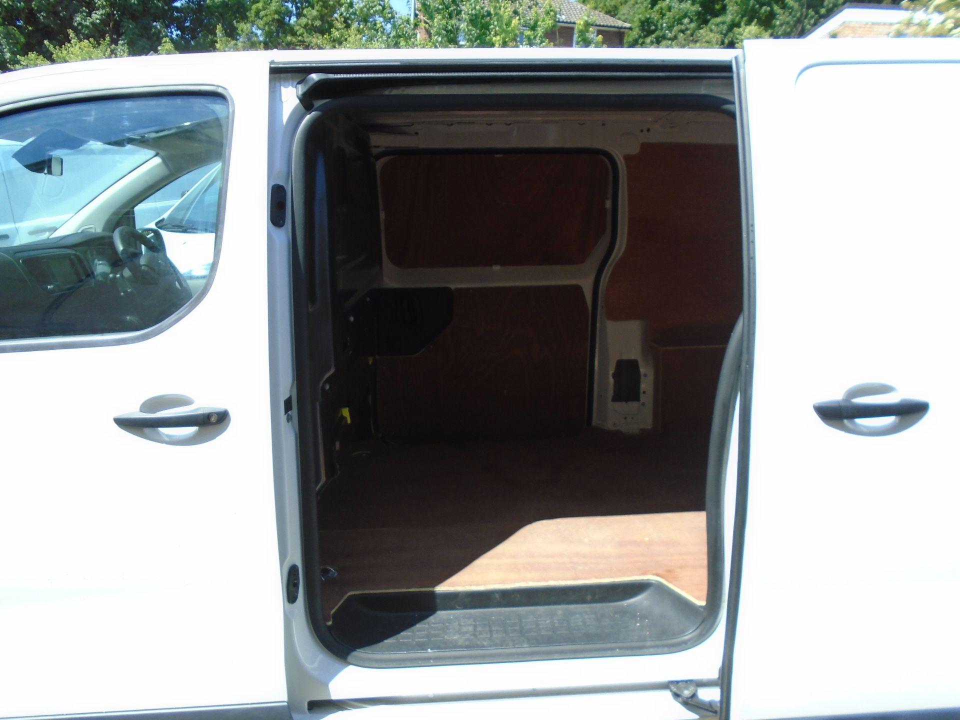 2018 Peugeot Expert 1000 1.6 Bluehdi 95 Professional Van (NU68GZP) Image 11