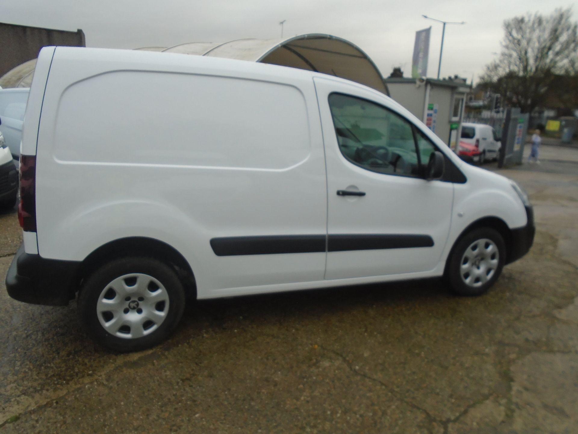2018 Peugeot Partner 850 1.6 Bluehdi 100 Professional Van [Non Ss] (NU68LGD) Image 12