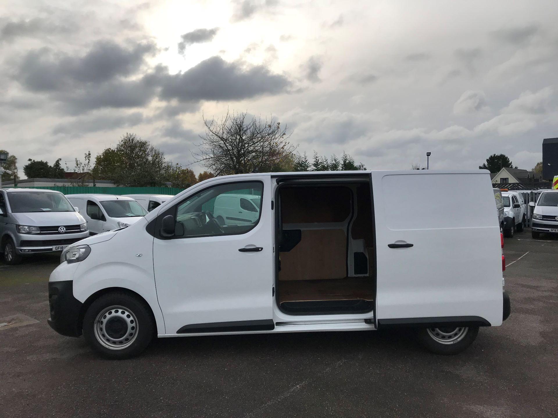 2018 Peugeot Expert   STANDARD 1000 1.6 BLUEHDI 95 PROFFESSIONAL EURO 6 (NU68MWN) Image 11