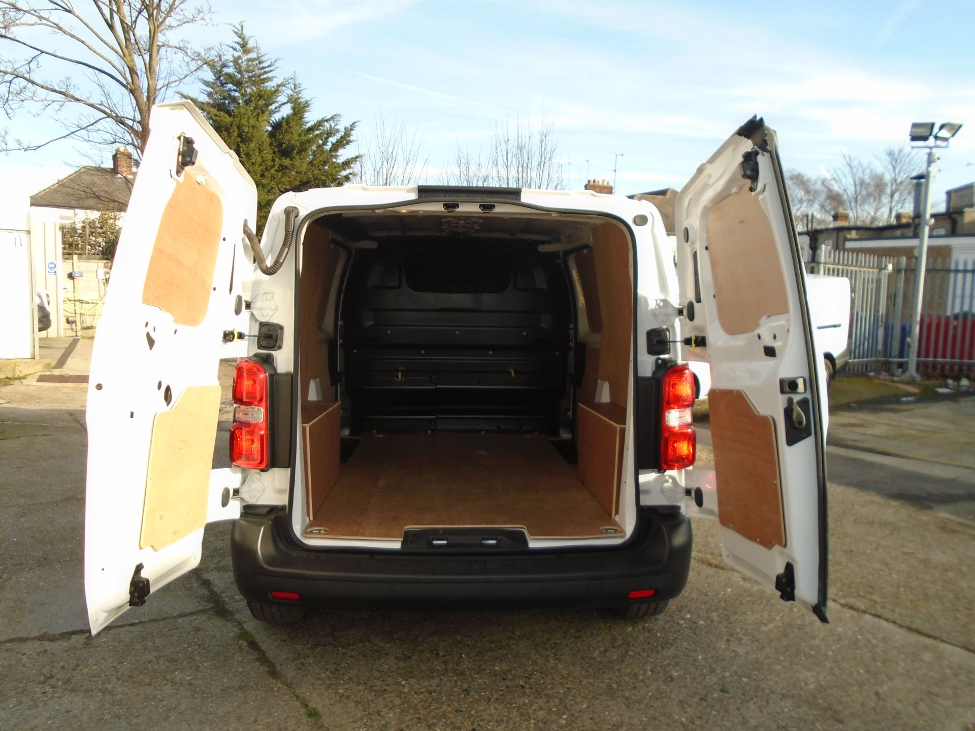 2018 Peugeot Expert 1000 1.6 Bluehdi 95 Professional Van (NU68OFL) Image 10