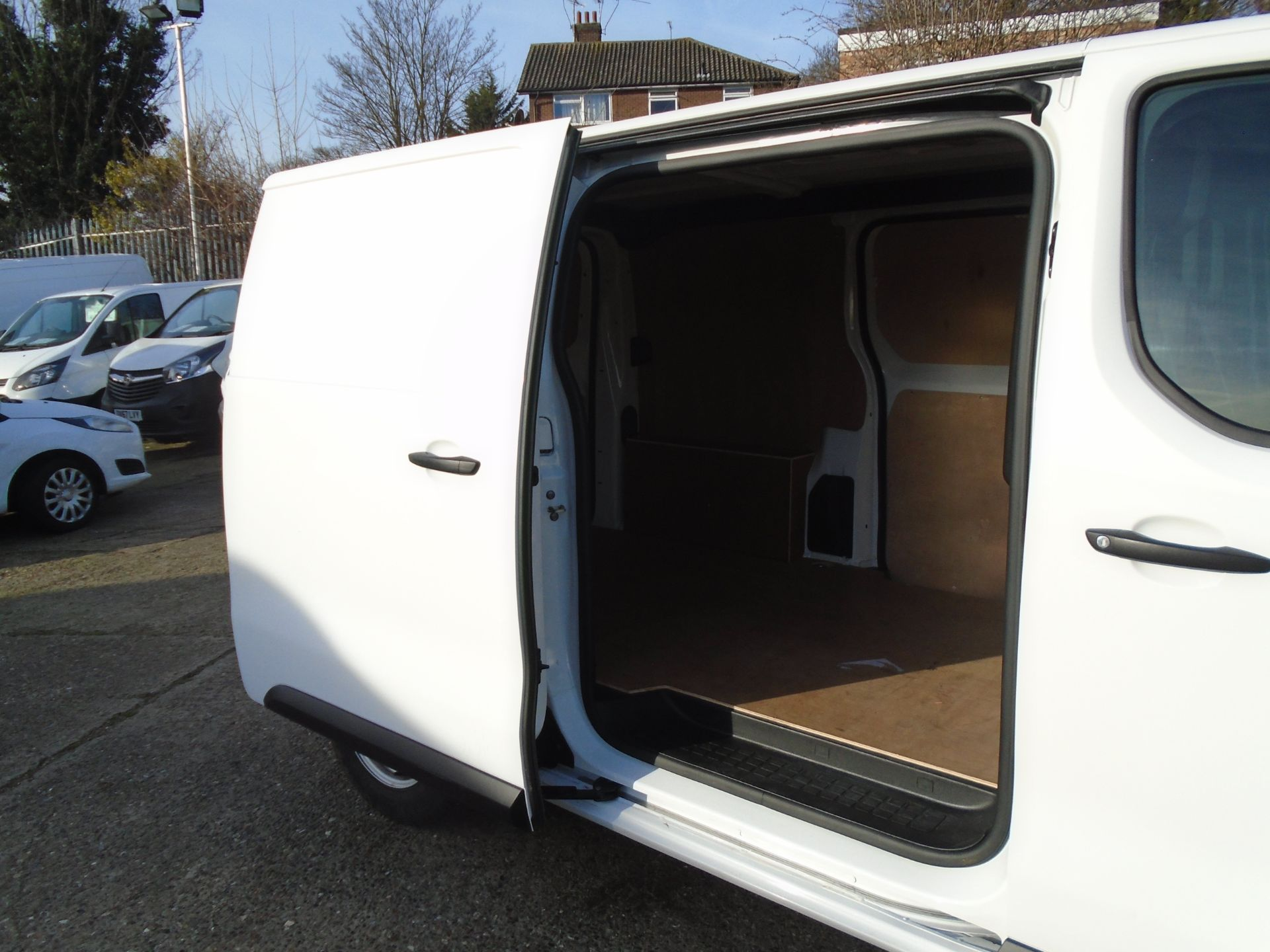 2018 Peugeot Expert 1000 1.6 Bluehdi 95 Professional Van (NU68OFL) Image 14