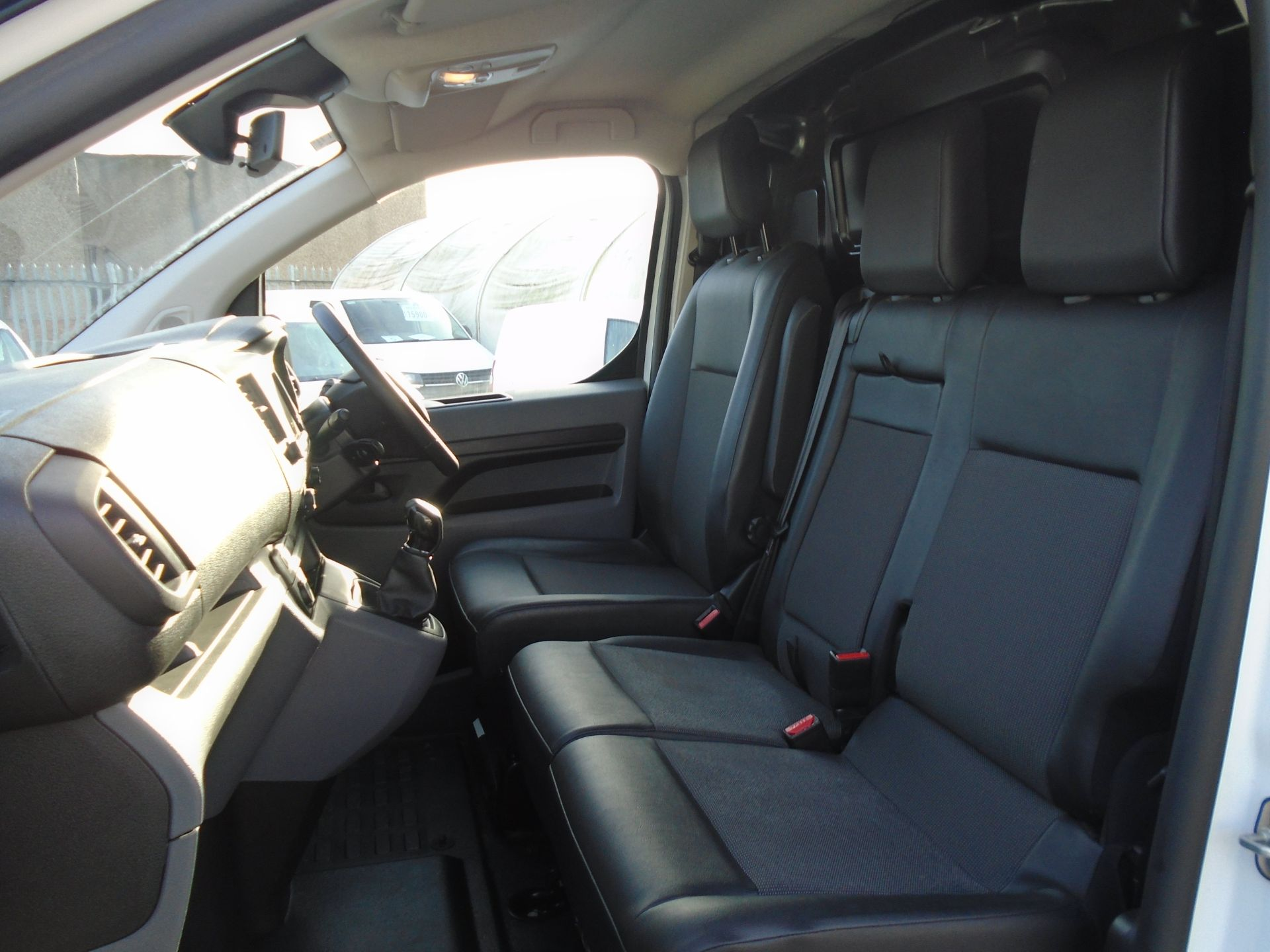 2018 Peugeot Expert 1000 1.6 Bluehdi 95 Professional Van (NU68OFL) Image 17