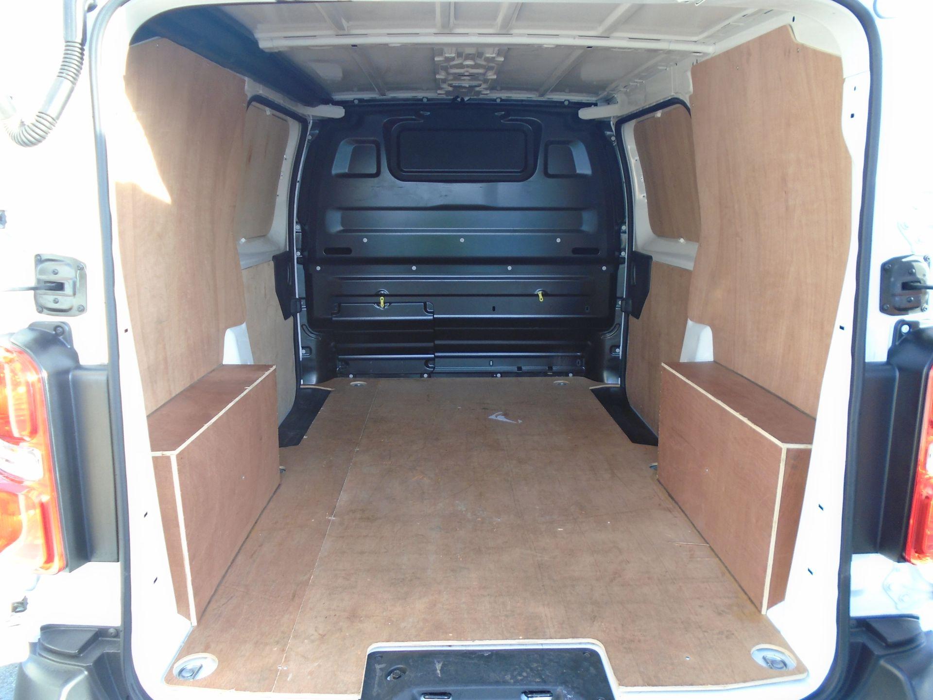 2018 Peugeot Expert 1000 1.6 Bluehdi 95 Professional Van (NU68OFL) Image 11