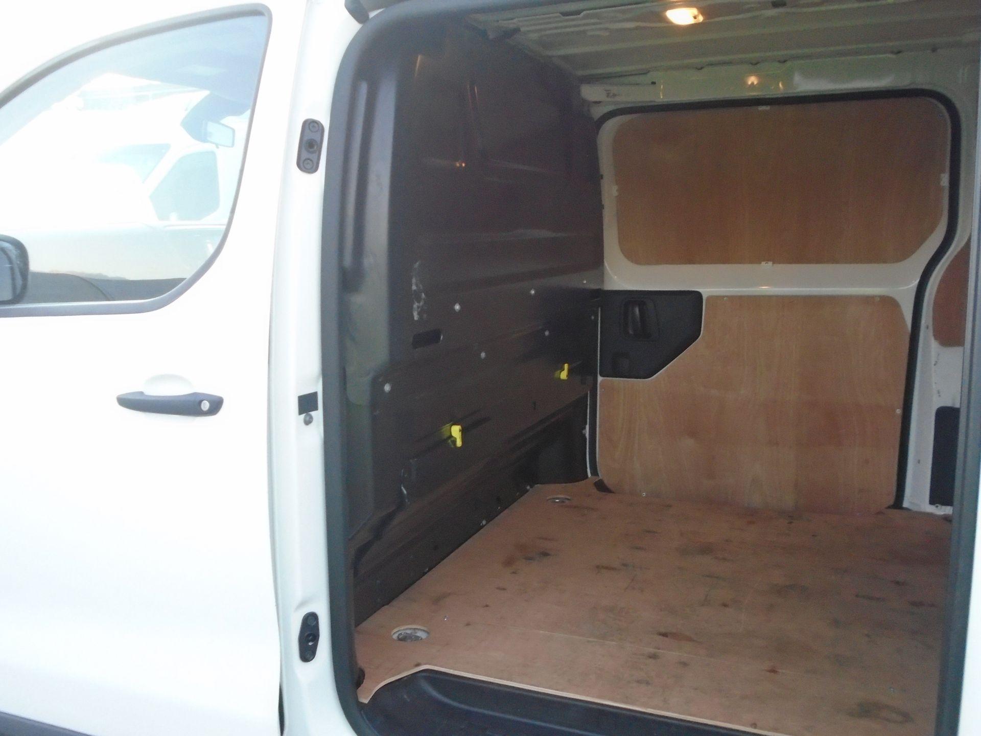 2018 Peugeot Expert 1000 1.6 Bluehdi 95 Professional Van (NU68OJM) Image 6