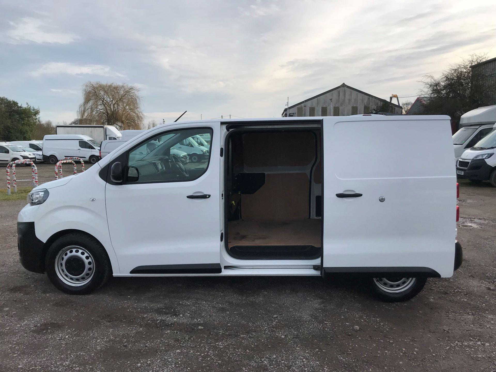 2018 Peugeot Expert 1000 1.6 Bluehdi 95 Professional Van (NU68OJS) Image 12