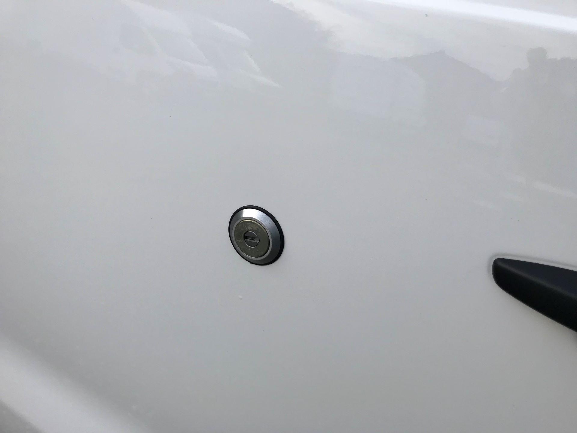 2018 Peugeot Expert 1000 1.6 Bluehdi 95 Professional Van (NU68OJS) Image 32