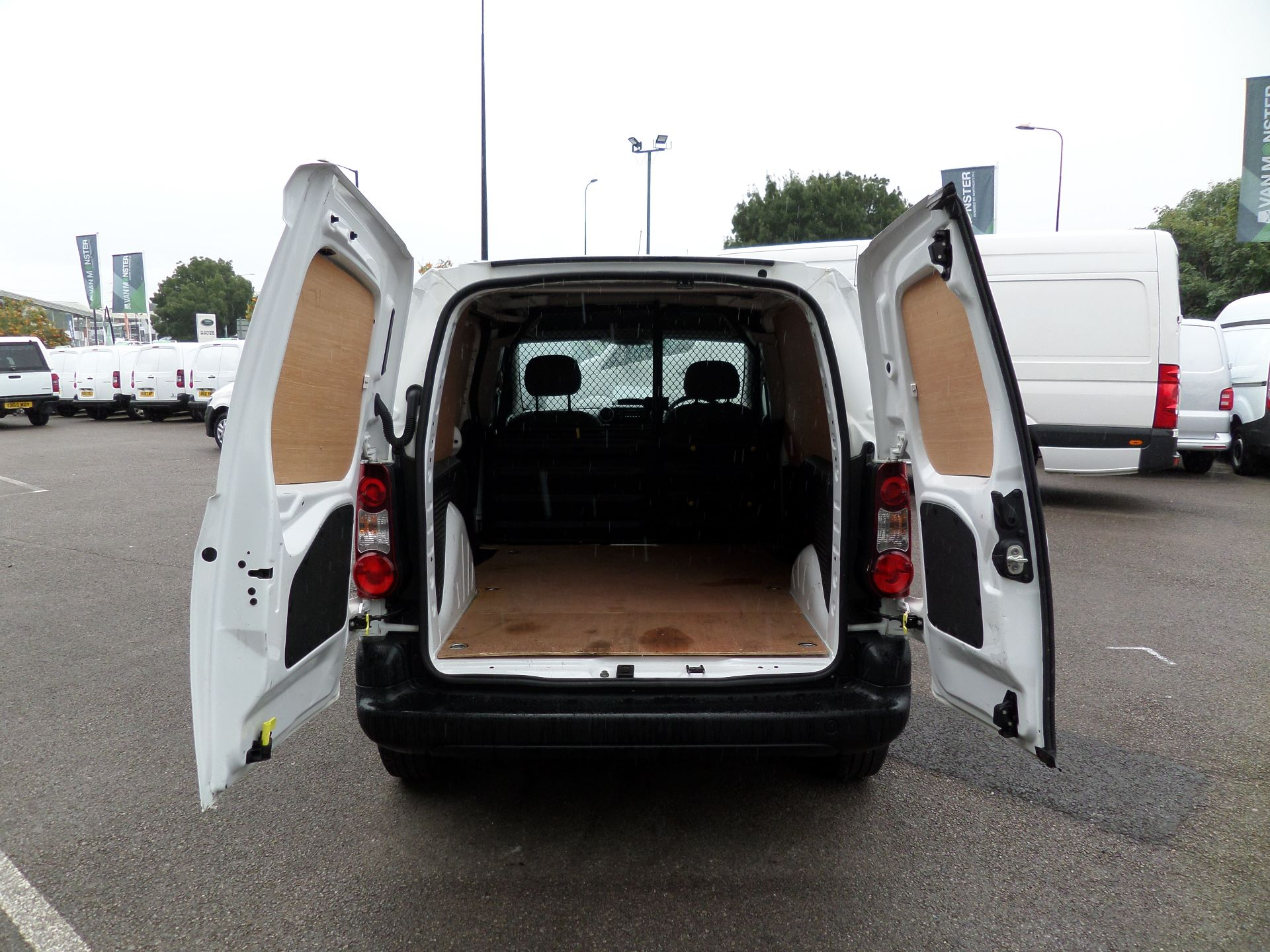 2014 Peugeot Partner 850 S 1.6 Hdi 92 Van [Sld] Euro 5 (NV14CRJ) Image 14