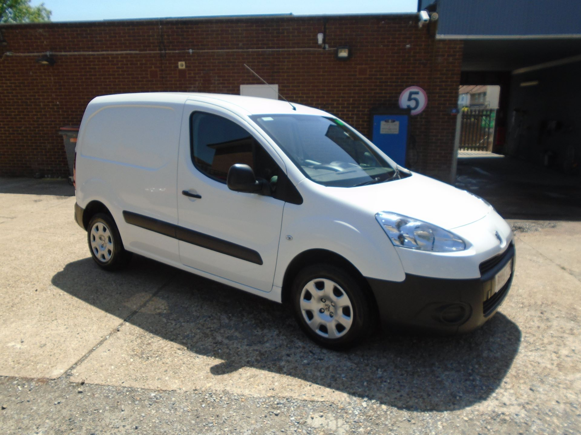 2015 Peugeot Partner 850 S 1.6 Hdi 92 Van Euro 5 (VALUE RANGE VEHICLE CONDITION REFLECTED IN PRICE) (NV15EZS)