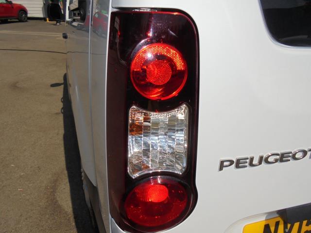2015 Peugeot Partner  L2 716 1.6 92 CREW VAN EURO 5 (NV15WFR) Image 10