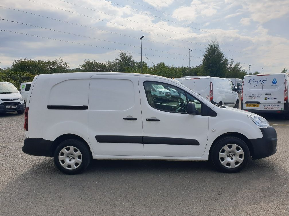 2015 Peugeot Partner *VALUE RANGE VEHICLE CONDITION REFLECTED IN PRICE* L2 716 1.6 92 CREW VAN EURO 5 *SPEED RESTRICTER SET @ 70MPH* (NV15XBS) Image 12