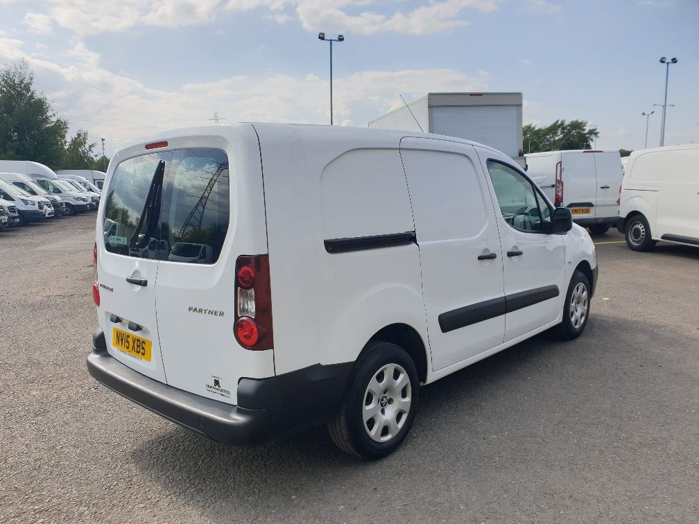 2015 Peugeot Partner *VALUE RANGE VEHICLE CONDITION REFLECTED IN PRICE* L2 716 1.6 92 CREW VAN EURO 5 *SPEED RESTRICTER SET @ 70MPH* (NV15XBS) Image 11