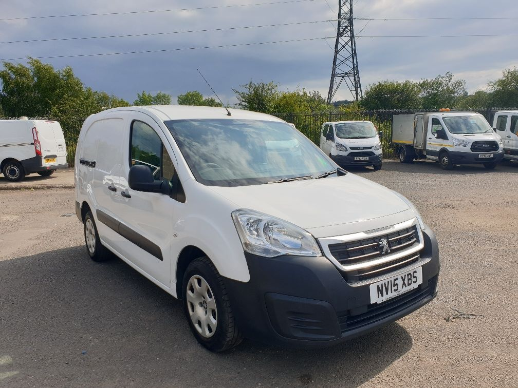 2015 Peugeot Partner *VALUE RANGE VEHICLE CONDITION REFLECTED IN PRICE* L2 716 1.6 92 CREW VAN EURO 5 *SPEED RESTRICTER SET @ 70MPH* (NV15XBS) Image 1