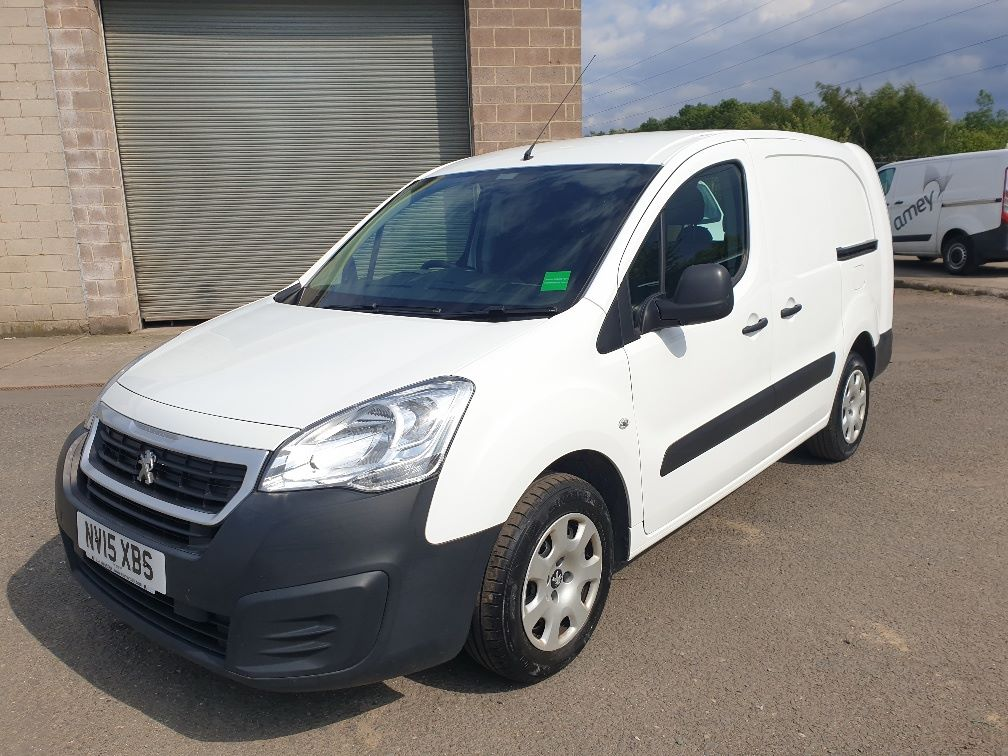 2015 Peugeot Partner *VALUE RANGE VEHICLE CONDITION REFLECTED IN PRICE* L2 716 1.6 92 CREW VAN EURO 5 *SPEED RESTRICTER SET @ 70MPH* (NV15XBS) Image 3
