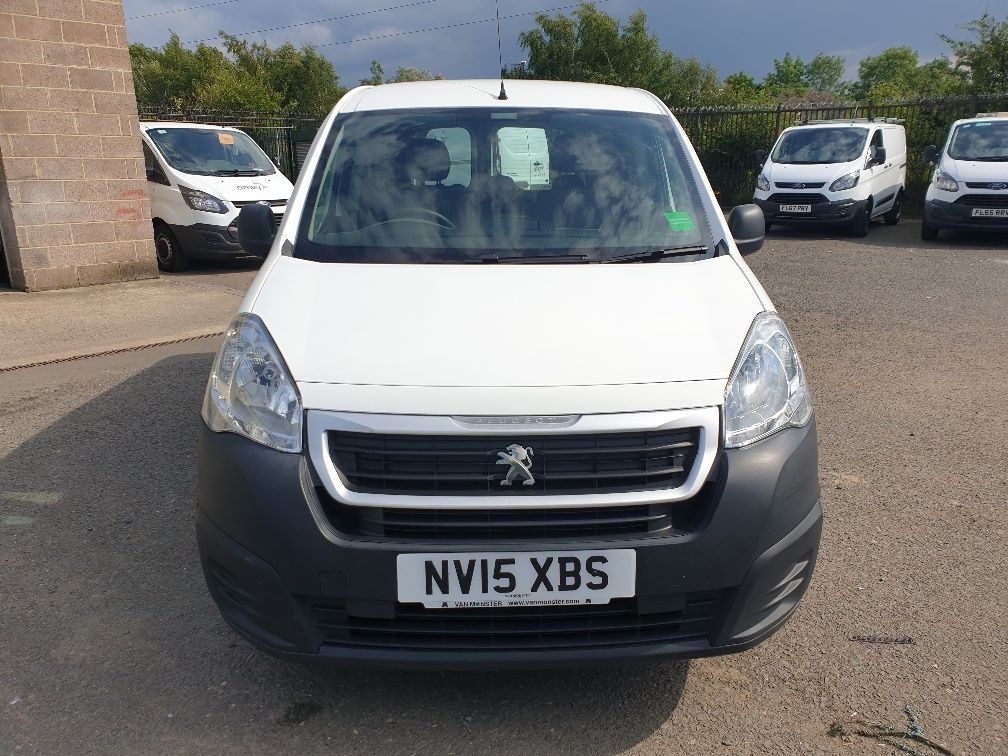 2015 Peugeot Partner *VALUE RANGE VEHICLE CONDITION REFLECTED IN PRICE* L2 716 1.6 92 CREW VAN EURO 5 *SPEED RESTRICTER SET @ 70MPH* (NV15XBS) Image 2