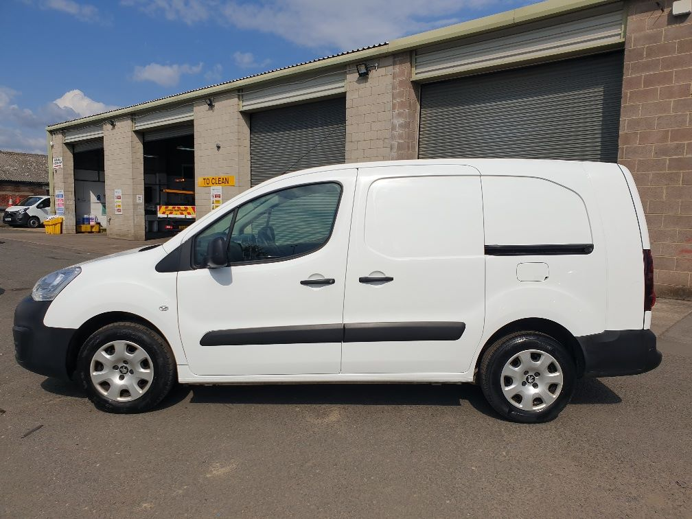 2015 Peugeot Partner *VALUE RANGE VEHICLE CONDITION REFLECTED IN PRICE* L2 716 1.6 92 CREW VAN EURO 5 *SPEED RESTRICTER SET @ 70MPH* (NV15XBS) Image 4