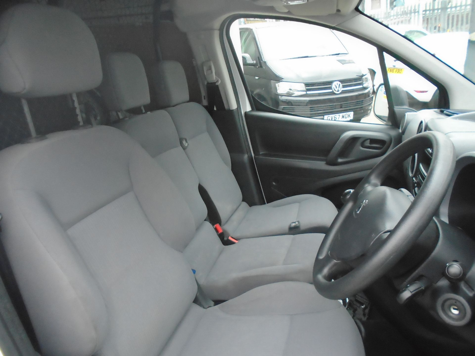 2016 Peugeot Partner 850 Se 1.6 Hdi 92 Van (NV16HNU) Image 17