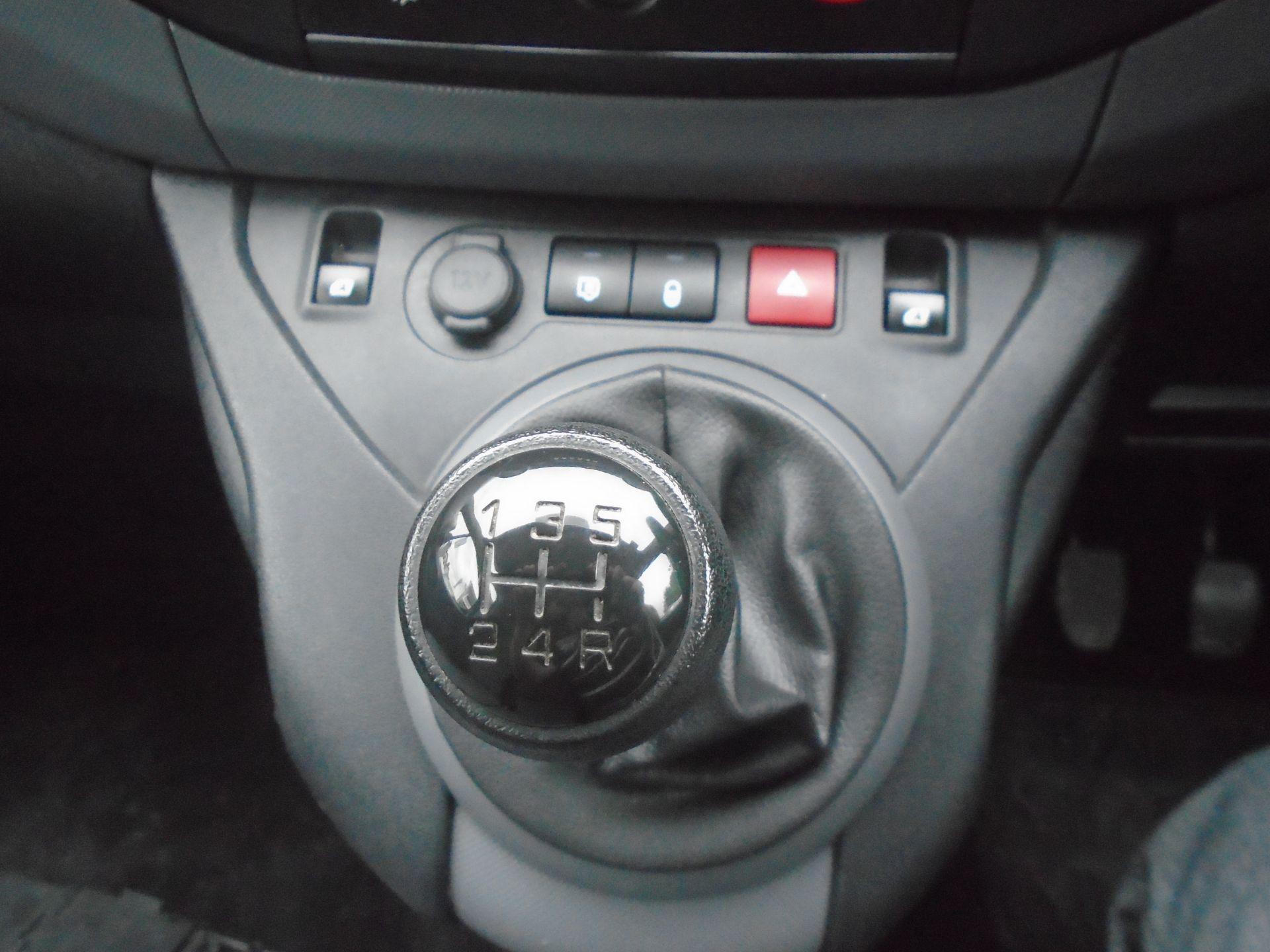 2016 Peugeot Partner 850 Se 1.6 Hdi 92 Van (NV16HNU) Image 23