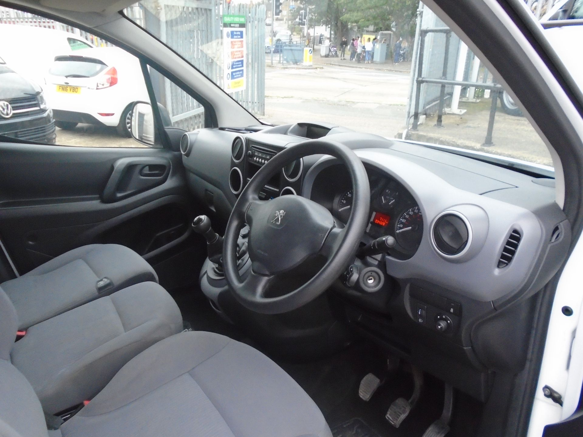 2016 Peugeot Partner 850 Se 1.6 Hdi 92 Van (NV16HNU) Image 16