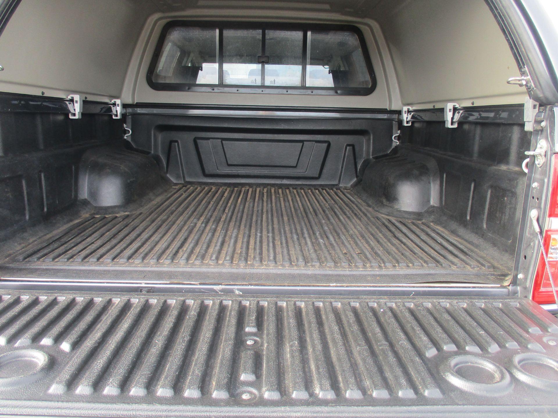 2016 Toyota Hilux DOUBLE CAB PICK UP 3.0 4WD D-4D 171 INVINCIBLE X AUTO. SAT NAV. AIR CON (NV16PVU) Image 10
