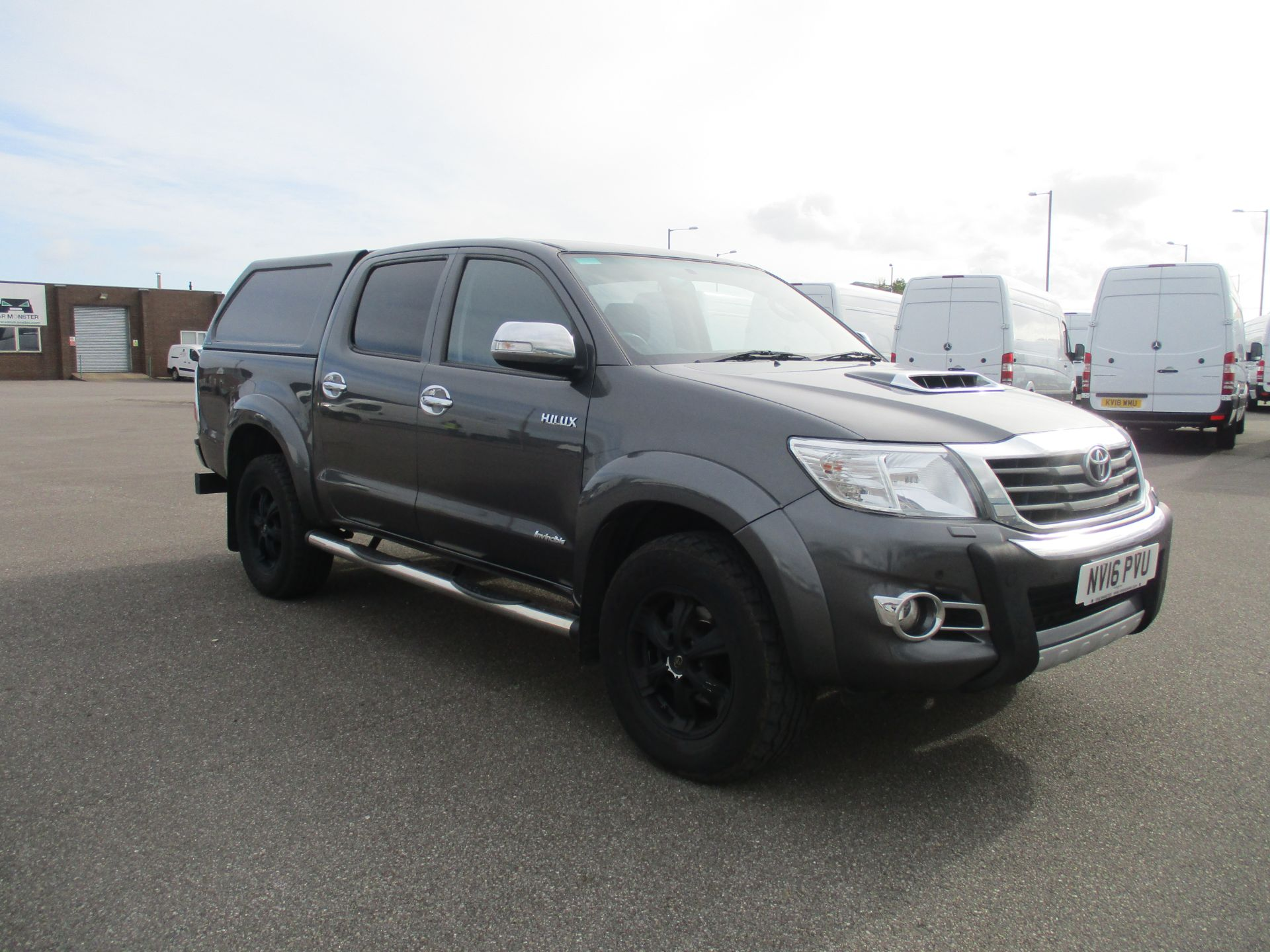 2016 Toyota Hilux DOUBLE CAB PICK UP 3.0 4WD D-4D 171 INVINCIBLE X AUTO. SAT NAV. AIR CON (NV16PVU)