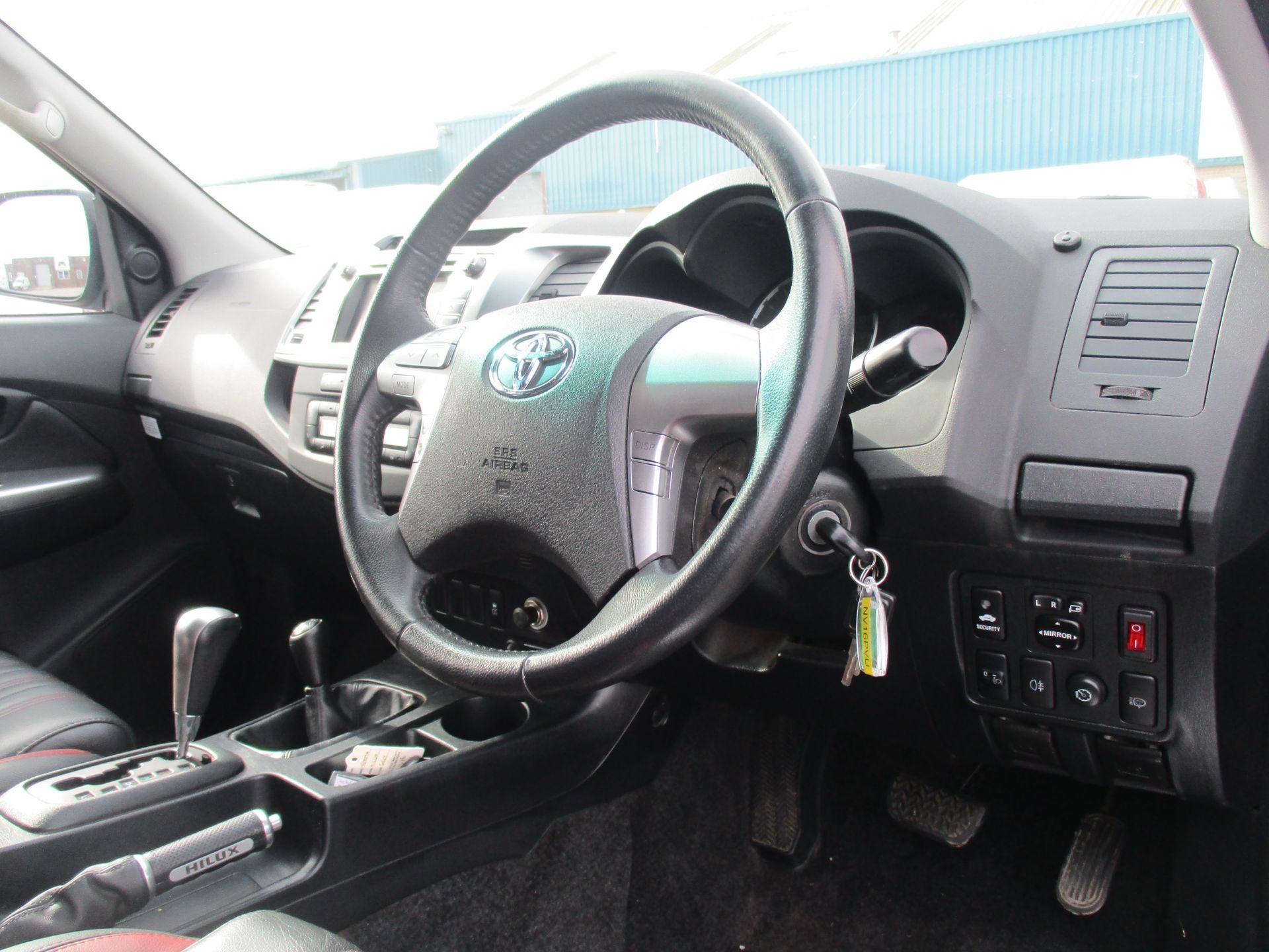 2016 Toyota Hilux DOUBLE CAB PICK UP 3.0 4WD D-4D 171 INVINCIBLE X AUTO. SAT NAV. AIR CON (NV16PVU) Image 12