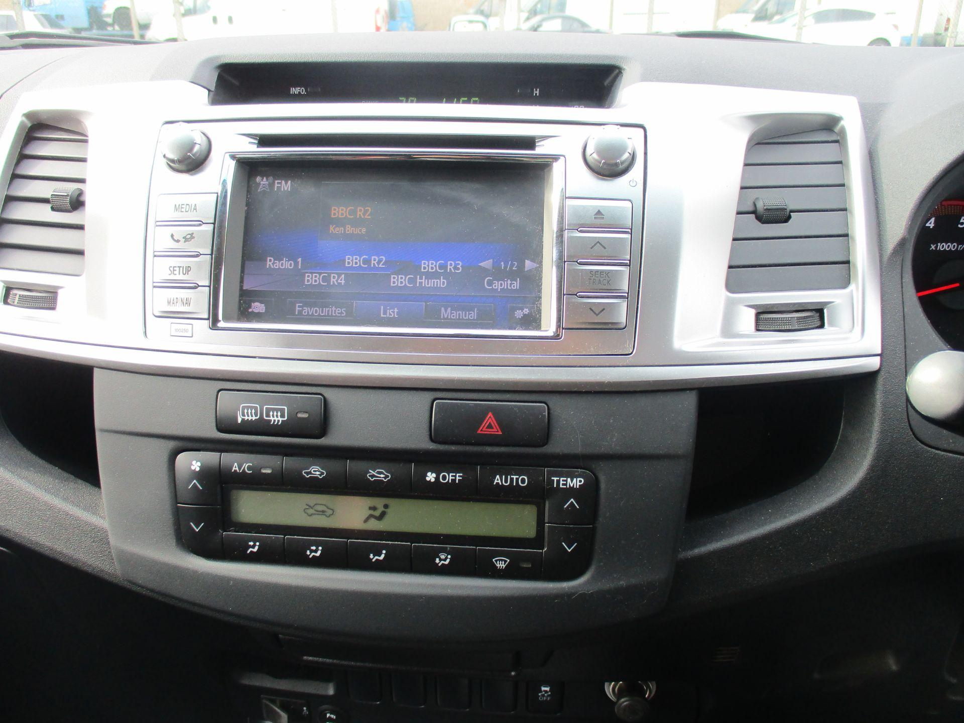 2016 Toyota Hilux DOUBLE CAB PICK UP 3.0 4WD D-4D 171 INVINCIBLE X AUTO. SAT NAV. AIR CON (NV16PVU) Image 13