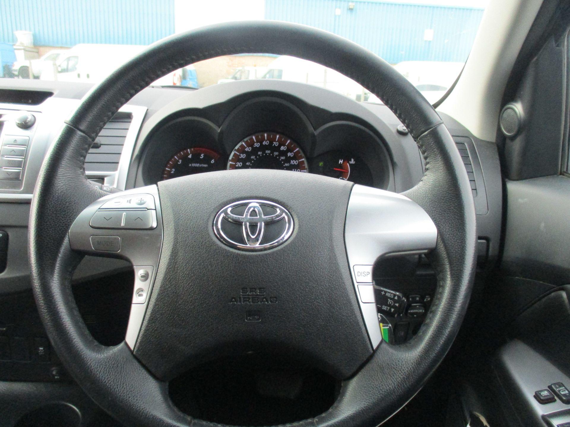 2016 Toyota Hilux DOUBLE CAB PICK UP 3.0 4WD D-4D 171 INVINCIBLE X AUTO. SAT NAV. AIR CON (NV16PVU) Image 15