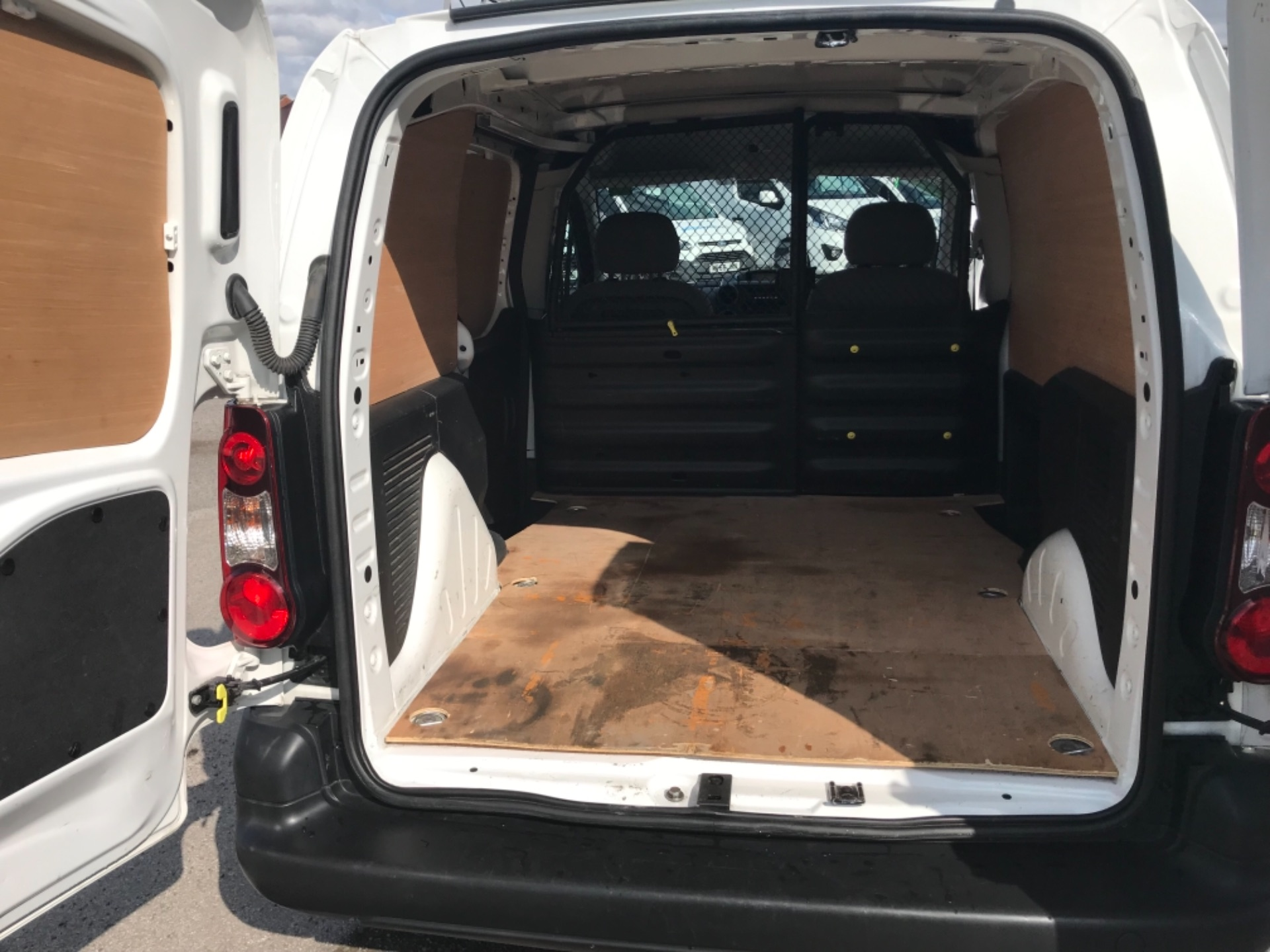 2016 Peugeot Partner 850 S 1.6 Hdi 92 Van [Sld] Euro 5 (NV16XVR) Image 12