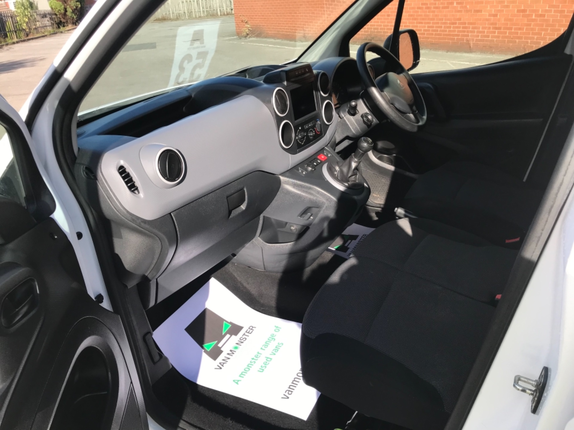 2017 Peugeot Partner 850 1.6 Bluehdi 100 Professional Van [Non Ss] EURO 6 (NV17DLK) Image 16