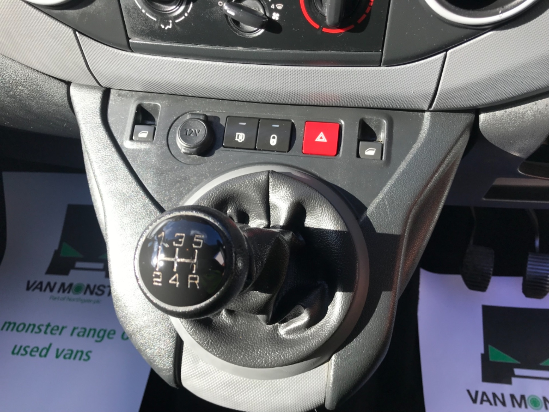2017 Peugeot Partner 850 1.6 Bluehdi 100 Professional Van [Non Ss] EURO 6 (NV17DLK) Image 11