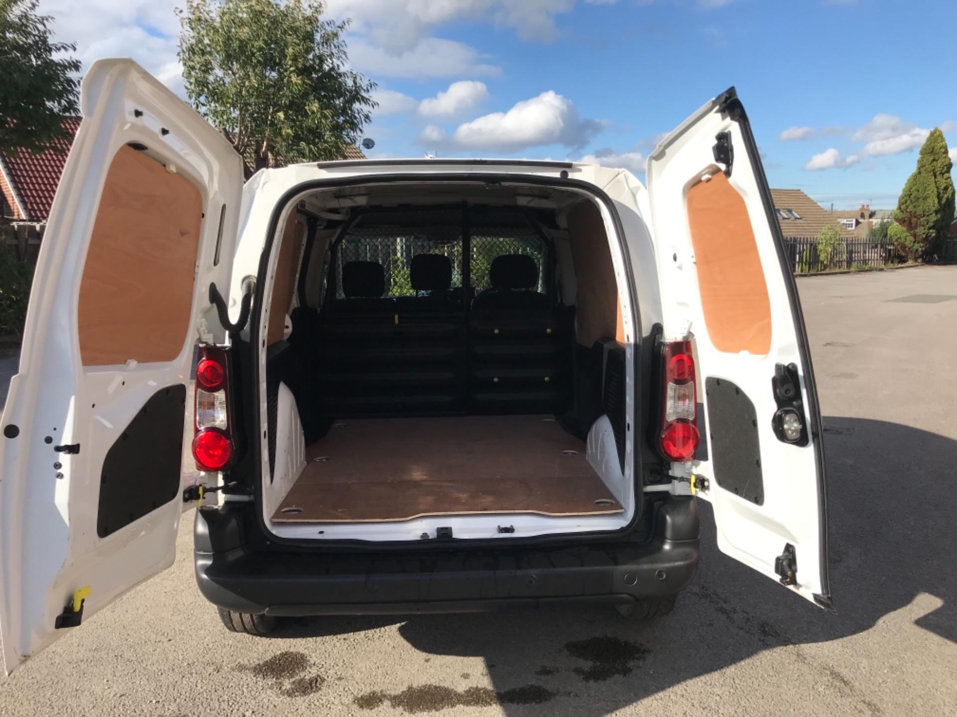 2017 Peugeot Partner 850 1.6 Bluehdi 100 Professional Van [Non Ss] EURO 6 (NV17DLK) Image 18