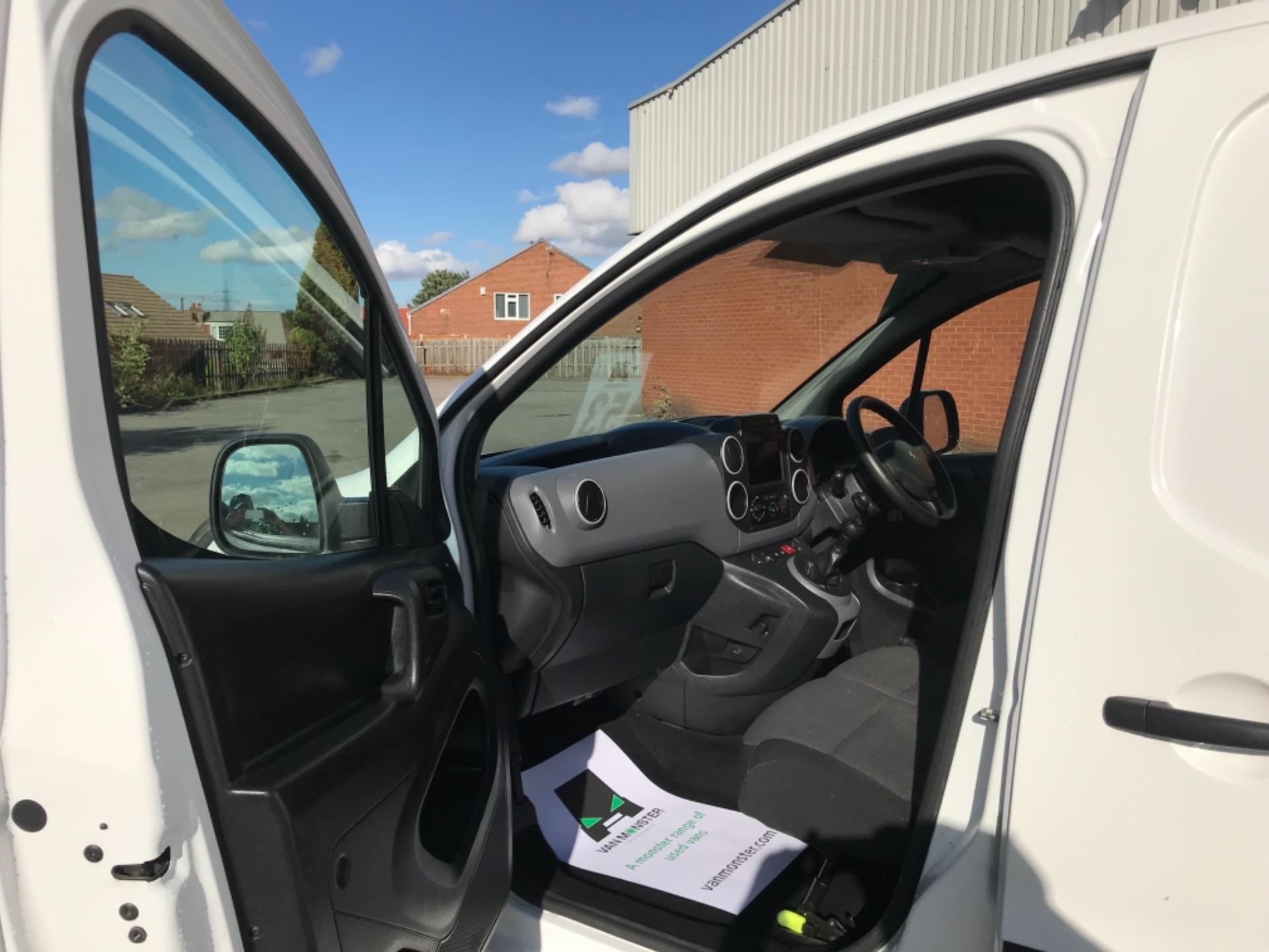 2017 Peugeot Partner 850 1.6 Bluehdi 100 Professional Van [Non Ss] EURO 6 (NV17DLK) Image 17