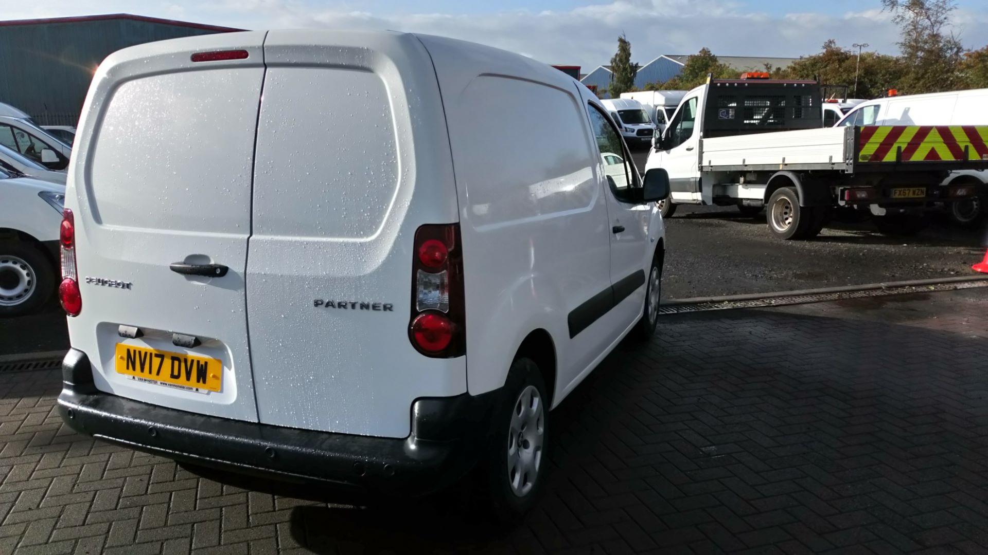 2017 Peugeot Partner 850 1.6 Bluehdi 100 Professional Van [Non Ss] (NV17DVW) Image 3