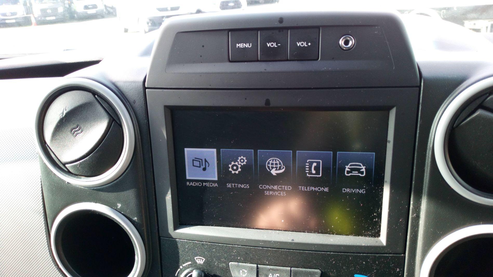 2017 Peugeot Partner 850 1.6 Bluehdi 100 Professional Van [Non Ss] (NV17DVW) Image 15