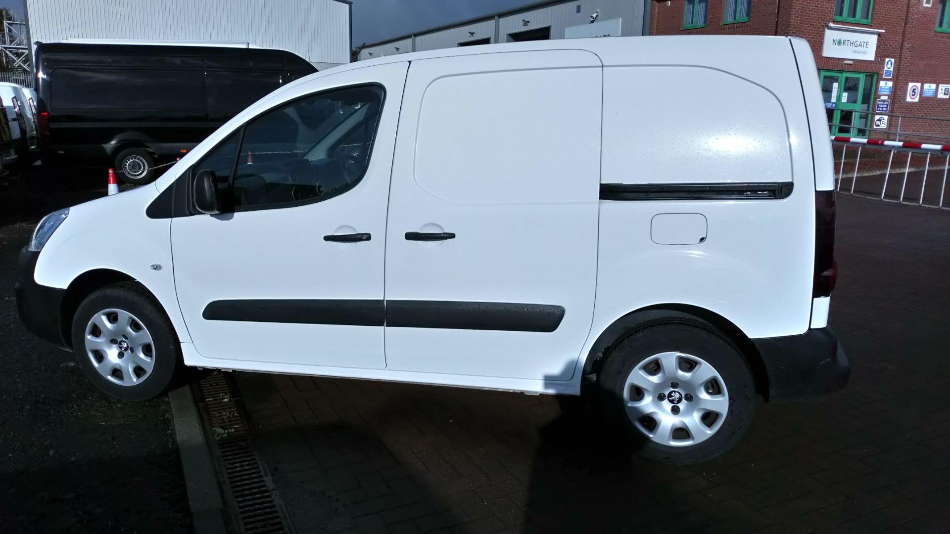 2017 Peugeot Partner 850 1.6 Bluehdi 100 Professional Van [Non Ss] (NV17DVW) Image 6