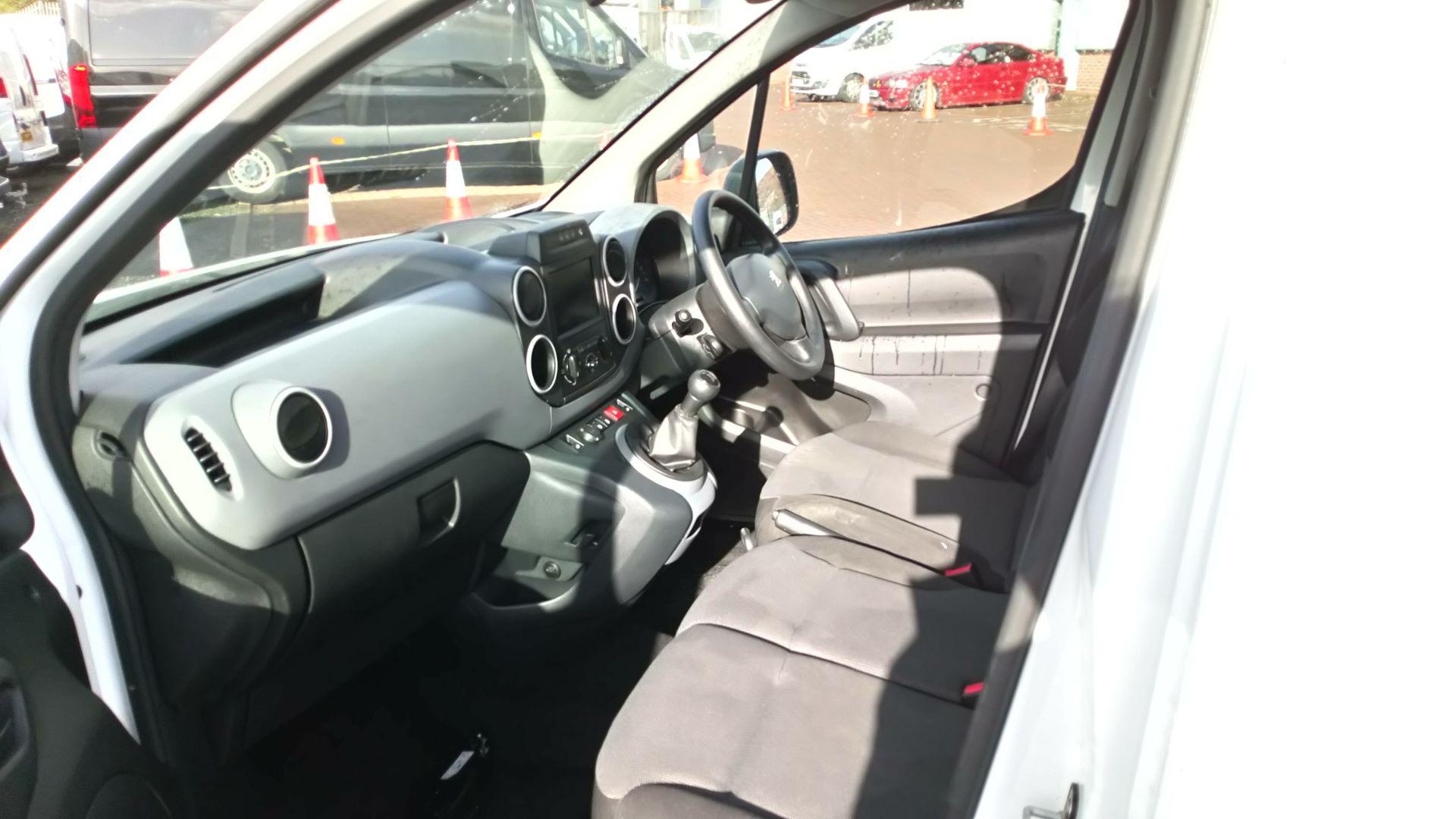 2017 Peugeot Partner 850 1.6 Bluehdi 100 Professional Van [Non Ss] (NV17DVW) Image 13
