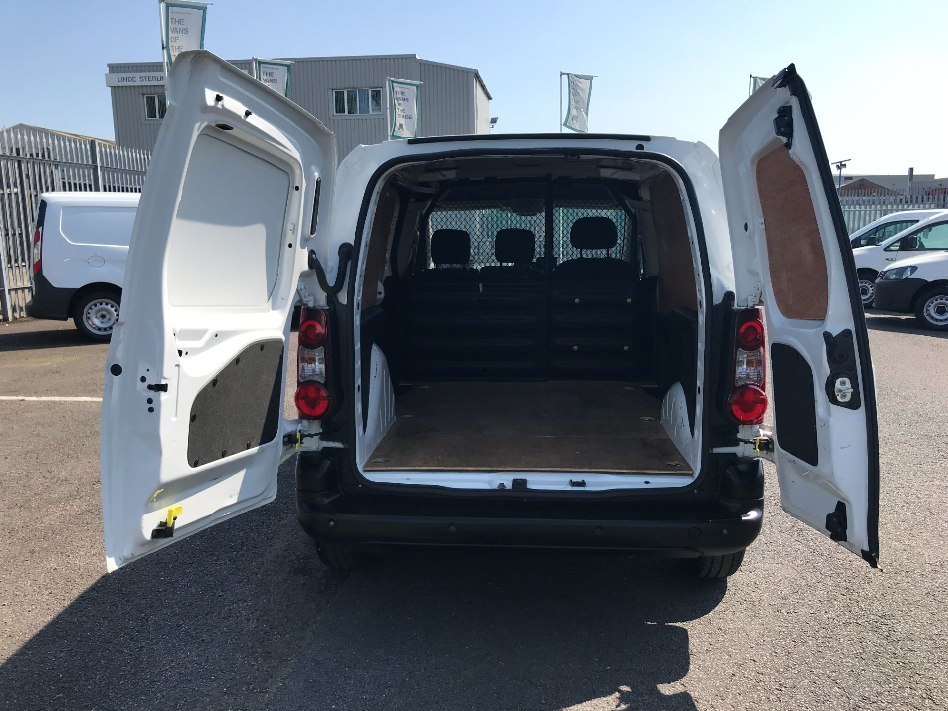 2017 Peugeot Partner L1 850 1.6BLUEHDI 100PS PROFESSIONAL EURO 6 (NV17DVY) Image 22