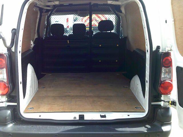 2017 Peugeot Partner 850 1.6 Bluehdi 100 Professional Van [Non Ss] (NV17DWA) Image 6