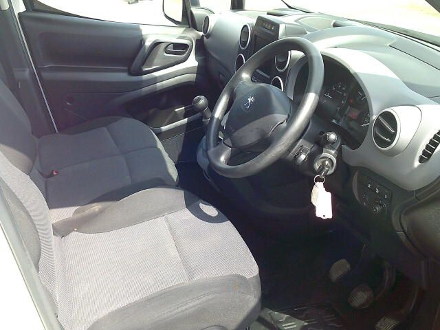 2017 Peugeot Partner 850 1.6 Bluehdi 100 Professional Van [Non Ss] (NV17DWA) Image 8