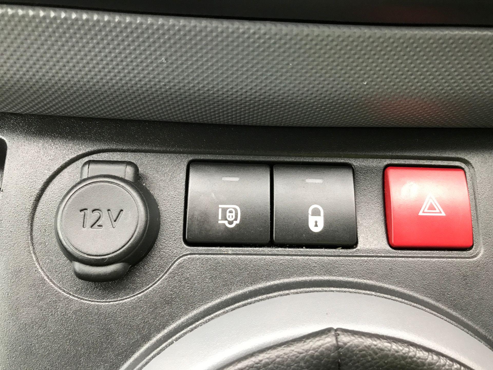 2017 Peugeot Partner L1 850 1.6BLUEHDI 100PS PROFESSIONAL EURO 6 (NV17DWF) Image 27