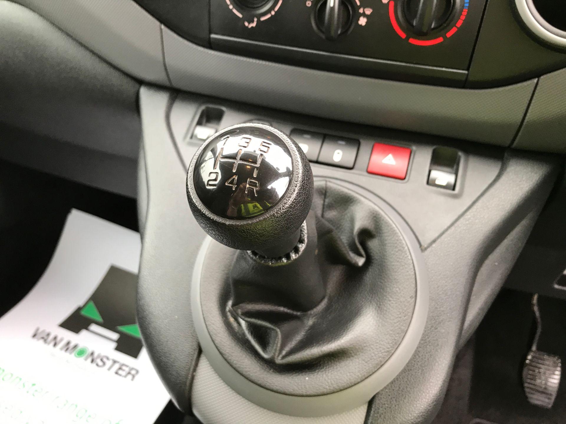 2017 Peugeot Partner L1 850 1.6BLUEHDI 100PS PROFESSIONAL EURO 6 (NV17DWF) Image 4