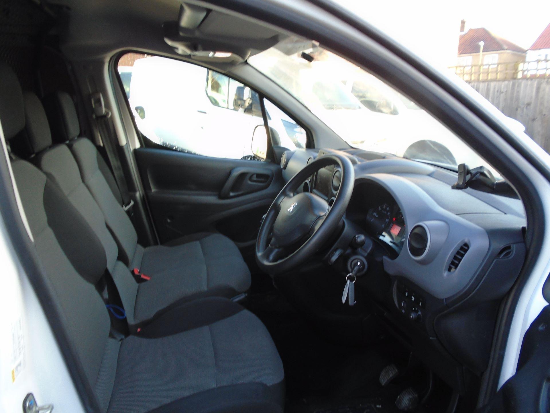 2017 Peugeot Partner 850 1.6 Bluehdi 100 Professional Van [Non Ss] (NV17EHC) Image 18