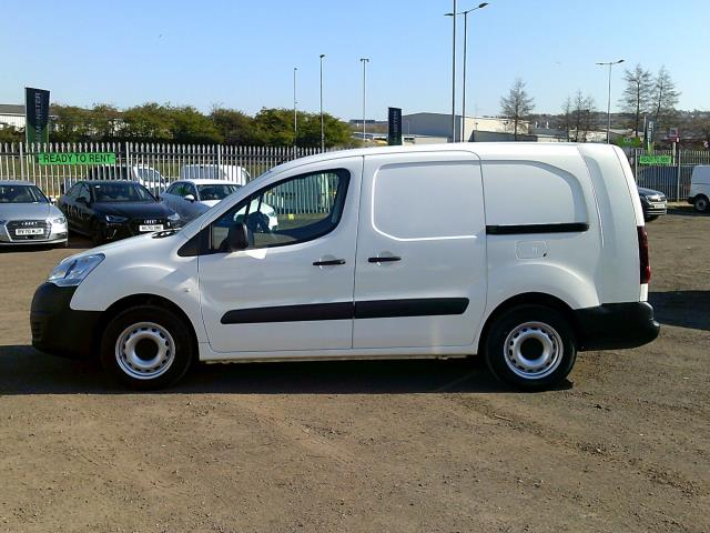 2017 Peugeot Partner L2 715 S 1.6 BLUEHDI 100 CREW VAN EURO 6 * SPEED RESTRICTED TO 70 MPH * (NV17GXY) Image 4