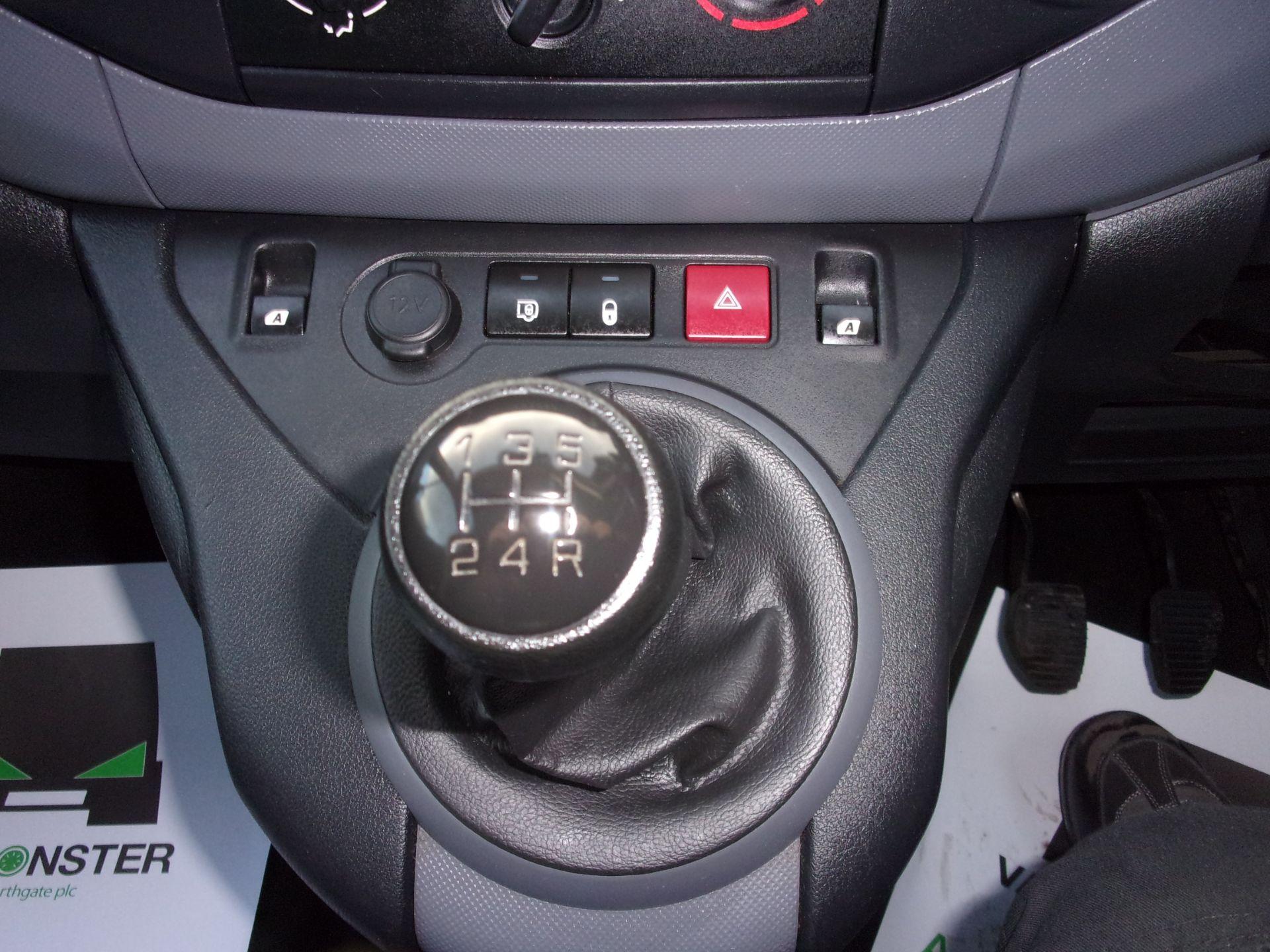 2017 Peugeot Partner 715 S 1.6 Bluehdi 100PS  Crew Van (NV17HDZ) Image 4