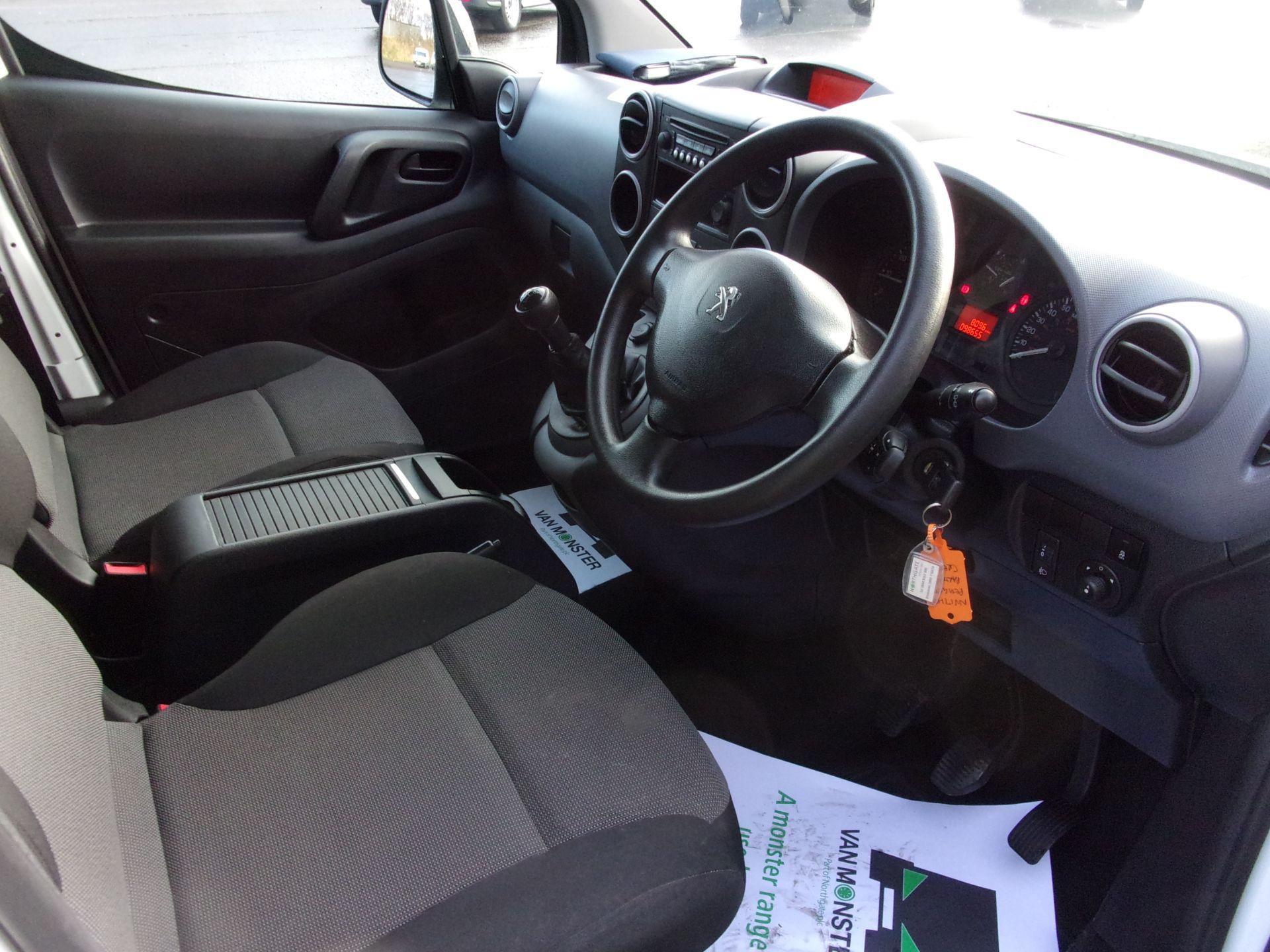 2017 Peugeot Partner 715 S 1.6 Bluehdi 100PS  Crew Van (NV17HDZ) Image 2