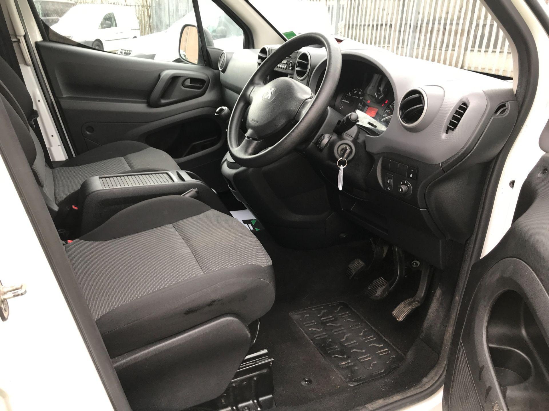 2017 Peugeot Partner L2 715 S 1.6BLUEHDI 100PS CREW VAN EURO 6 (NV17HGX) Image 2