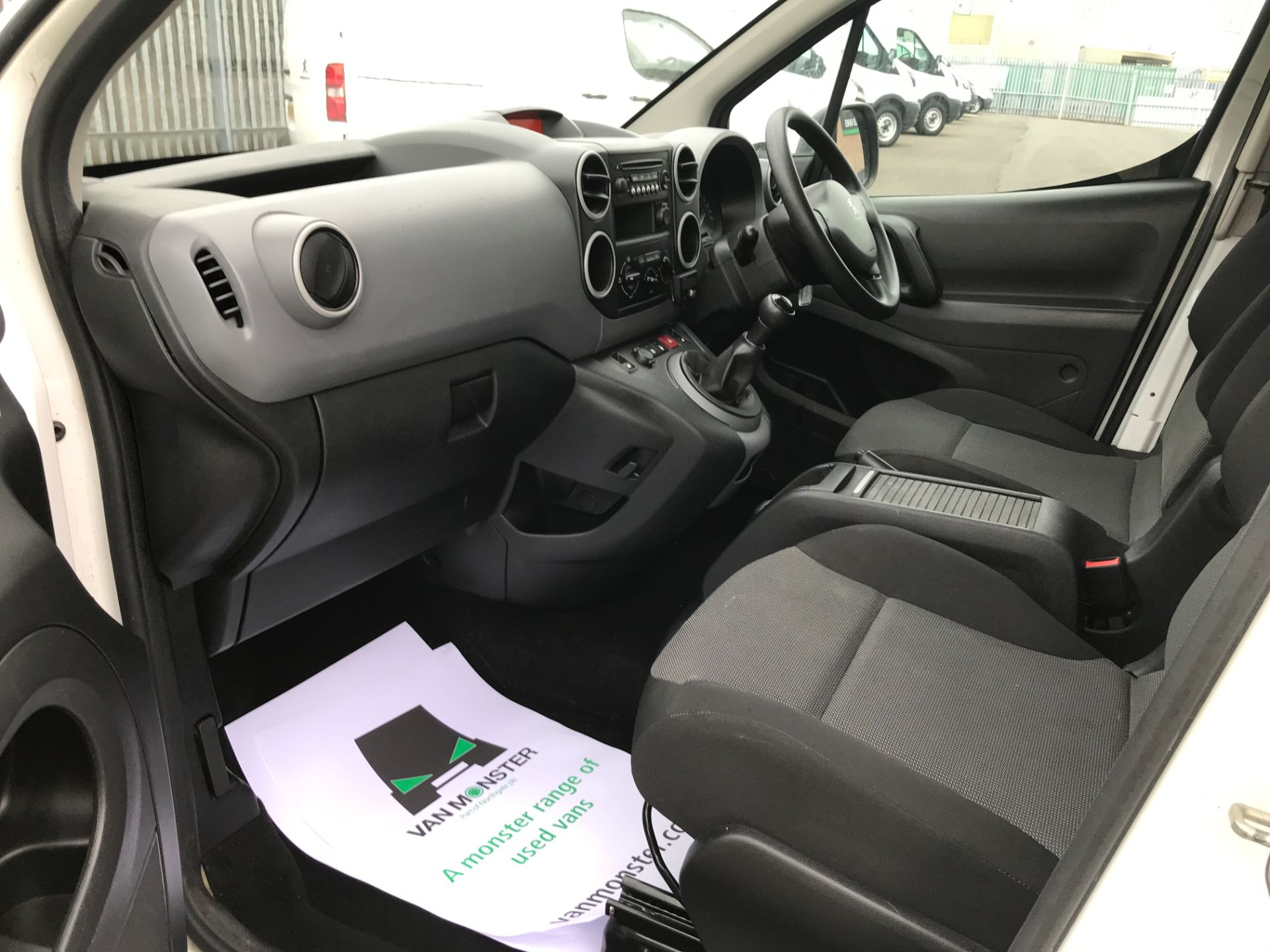 2017 Peugeot Partner L2 715 S 1.6BLUEHDI 100PS CREW VAN EURO 6 (NV17HGX) Image 17
