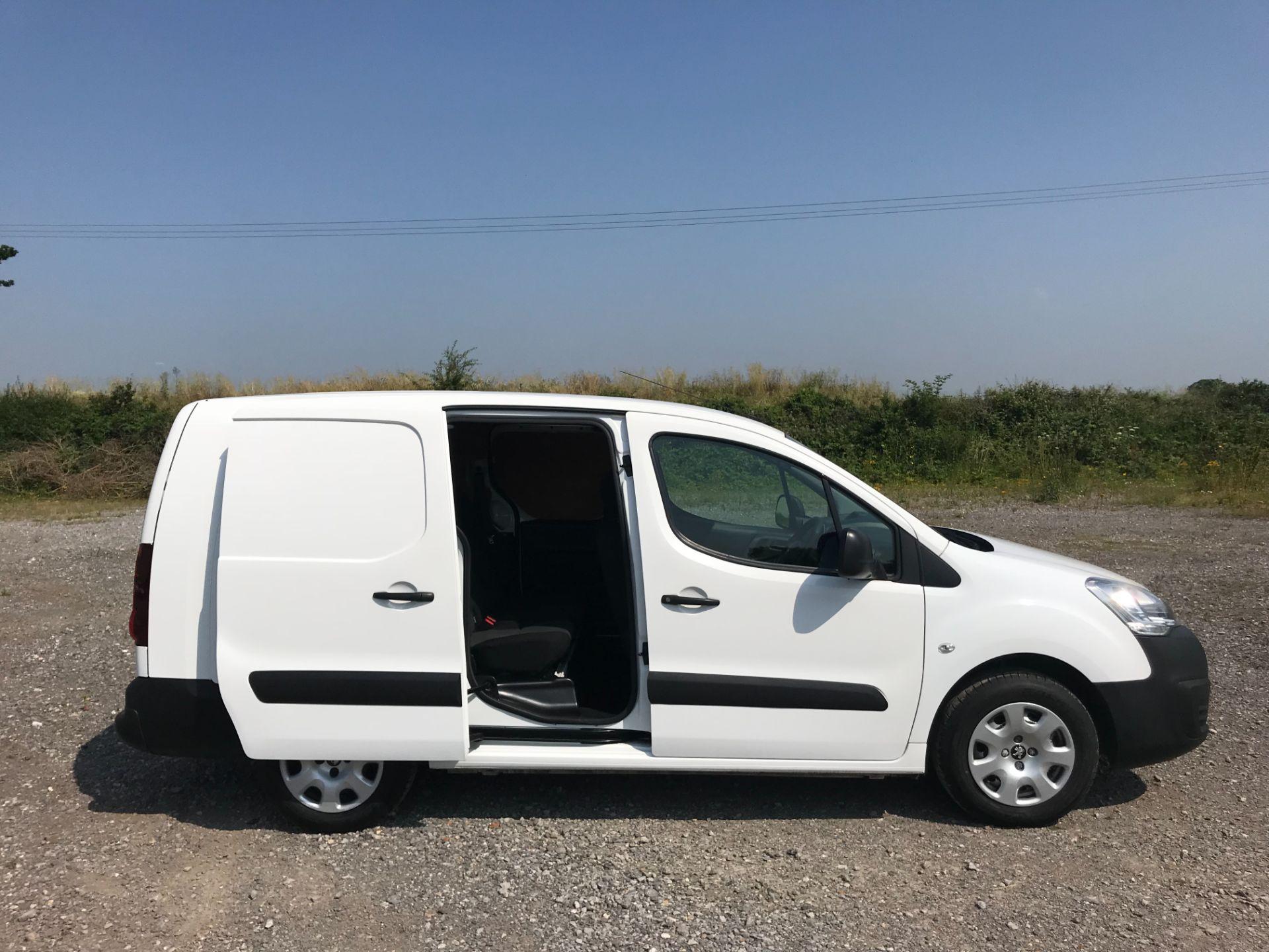 2017 Peugeot Partner 715 S 1.6 Bluehdi 100 Crew Van Euro 6 (NV17HHZ) Image 8