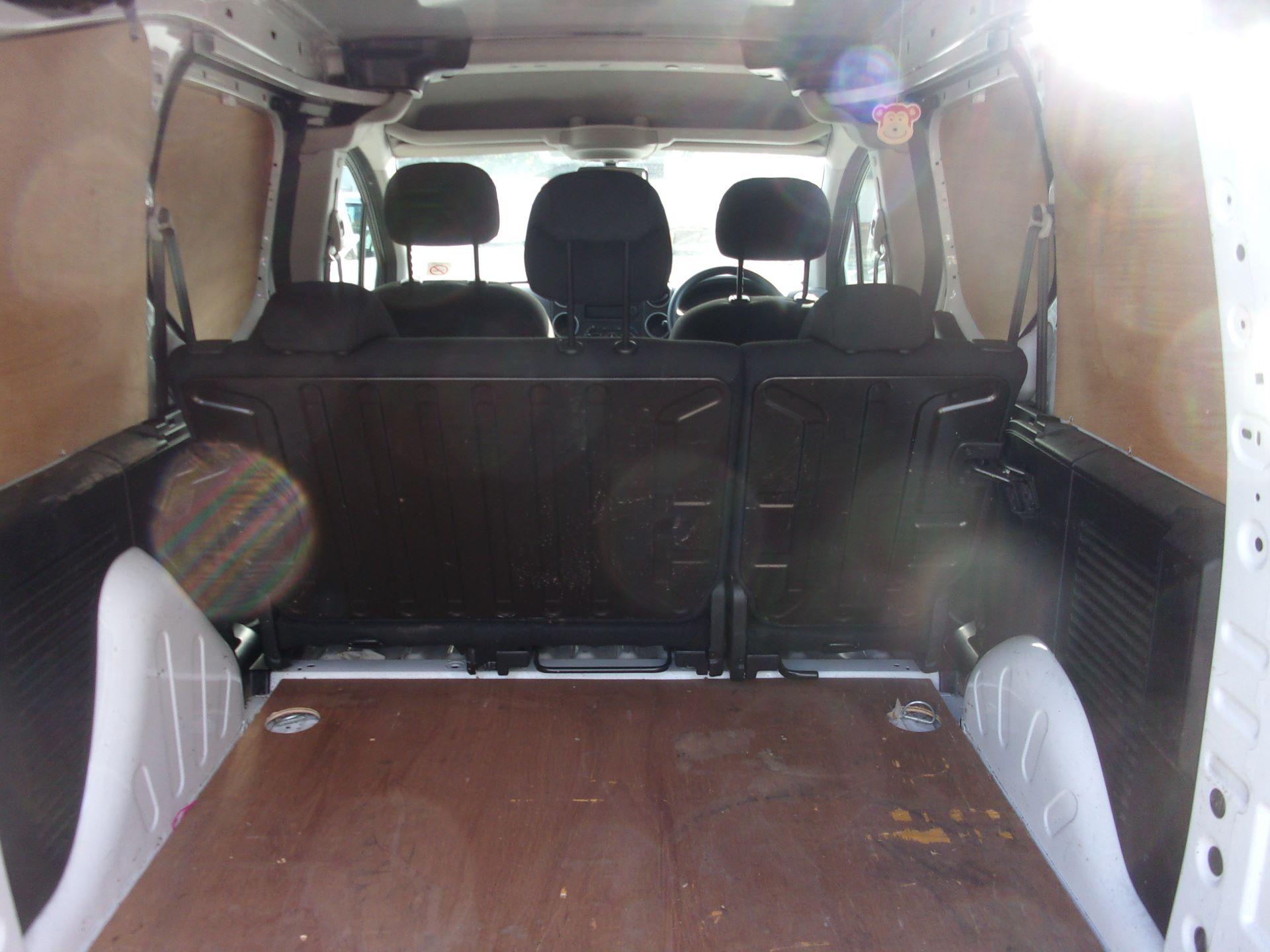 2017 Peugeot Partner 715 S 1.6 Bluehdi 100 Crew Van (NV17HJZ) Image 19
